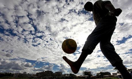 Slum-Soccer-in-Kenya-007